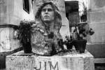 A Paris, le chanteur Jim Morrison hante encore le cimetière du Père-Lachaise
