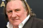 Gérard Depardieu at leeuw tijdens reis in Afrika
