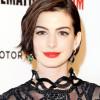 Anne Hathaway sur scène à New York en pilote de drones