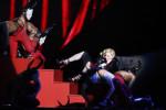 Madonna 'oké' na val van podium tijdens Brit Awards
