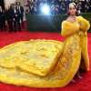 Rihanna's 'omelet-jurk' mikpunt van spot op sociale media