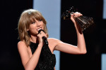 Taylor Swift kaapt acht prijzen weg op Billboard Music Awards