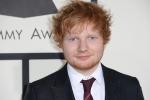 Ed Sheeran verrast zingende fan