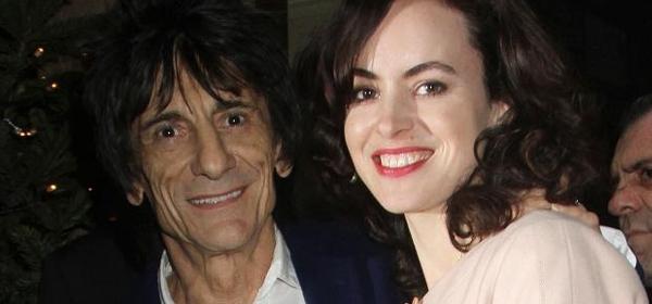 Ron Wood (Rolling Stones) op zijn 69e papa van tweeling