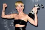 Miley Cyrus verdedigt date op de MTV VMA's