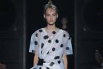 Les bulles de Marc Jacobs passent le flambeau de la Fashion week à Londres