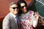 L'audacieuse mini-robe d'Amal Clooney: une création Giambattista Valli