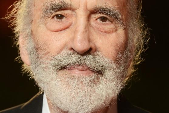 Christopher Lee chante Noël en heavy metal