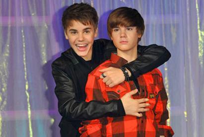 Wassen beeld van Justin Bieber smelt door teveel menselijke aanraking