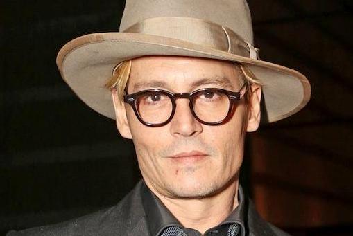 Puberende dochter bezorgt Johnny Depp kopzorgen